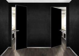 porte a battente HIDE con struttura in alluminio finitura Argento Opaco, vetro coprente Nero Opaco e maniglia su borchie a filo vetro Cromo Satinato.